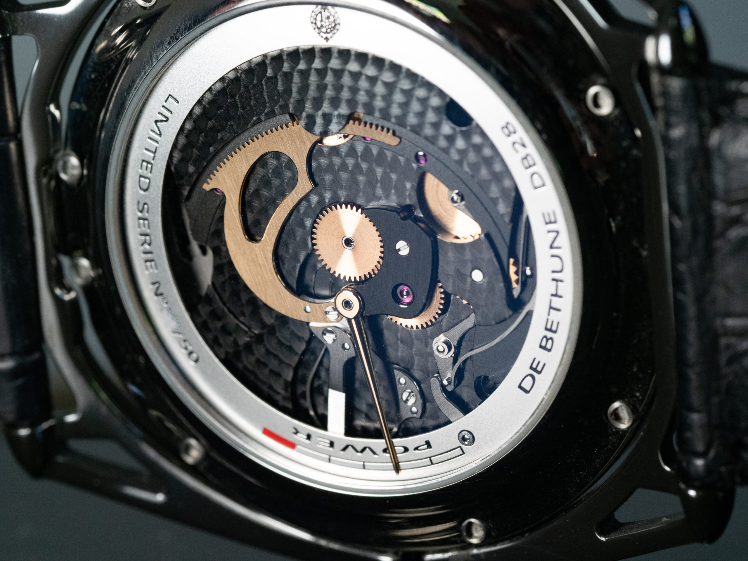 DB28 aiguille d'or movement